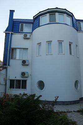 Дом  посуточно в Одессе. Киевский район, ул. Гаршина, 1Б. Фото 1