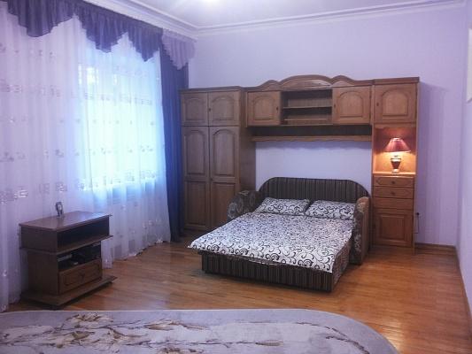 4-комнатная квартира посуточно в Черновцах. пл. Cоборная, 3. Фото 1