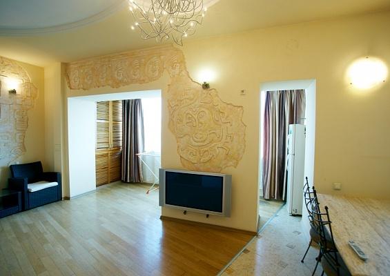 2-комнатная квартира посуточно в Одессе. Приморский район, ул. Зоопарковая, 1. Фото 1