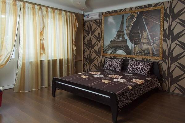 2-комнатная квартира посуточно в Днепропетровске. Бабушкинский район, ул. Комсомольская, 27. Фото 1