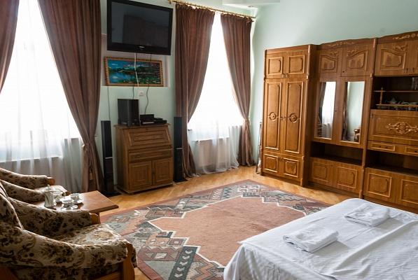 2-комнатная квартира посуточно в Львове. Галицкий район, ул. Ставропигийская, 4. Фото 1