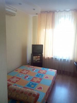1-комнатная квартира посуточно в Одессе. Киевский район, ул. Дача Ковалевского, 95. Фото 1