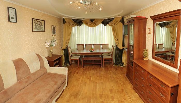 1-комнатная квартира посуточно в Черкассах. б-р Шевченко, 352. Фото 1