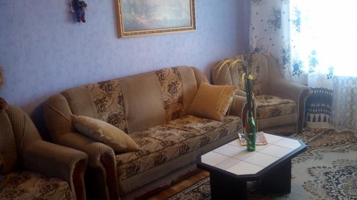 2-комнатная квартира посуточно в Кузнецовске. мкр. Строителей, 25/2. Фото 1