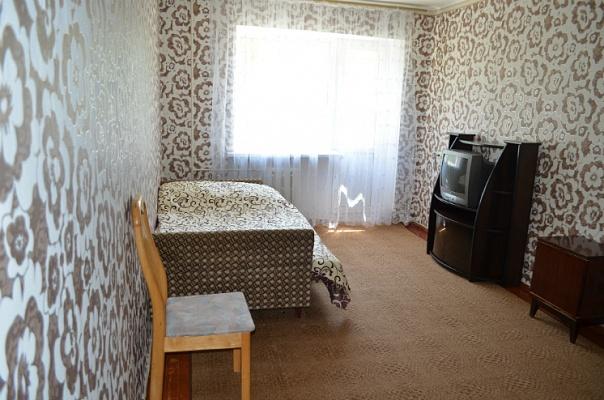 1-комнатная квартира посуточно в Ильичёвске. Проспект мира, 10. Фото 1