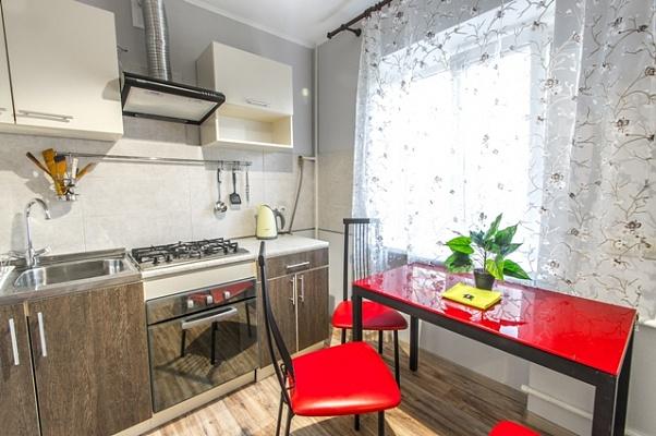 2-комнатная квартира посуточно в Харькове. Дзержинский район, ул. Сумгаитская, 5-А. Фото 1