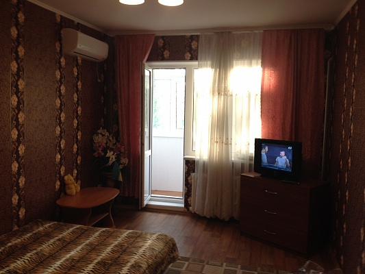 1-комнатная квартира посуточно в Скадовске. ул. Мангубинская, 24. Фото 1