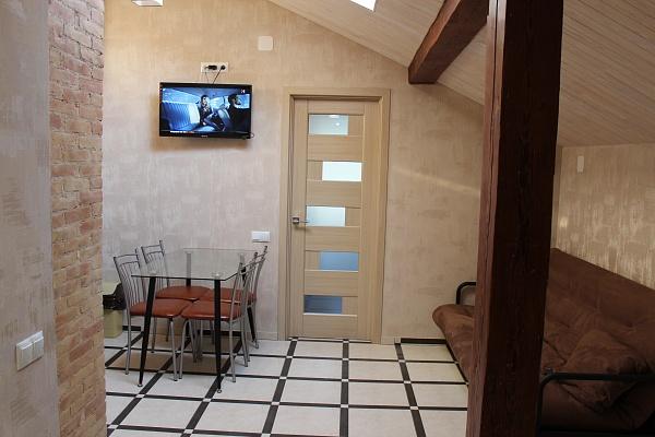 2-комнатная квартира посуточно в Одессе. Приморский район, ул. Троицкая, 21. Фото 1