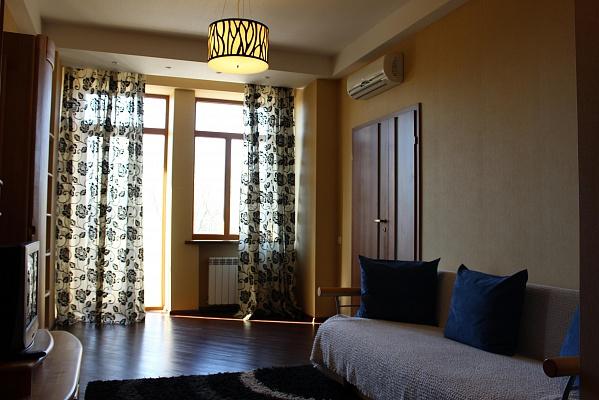 2-комнатная квартира посуточно в Харькове. ул. Сумская, 48. Фото 1