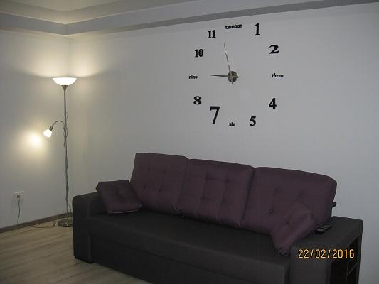 1-комнатная квартира посуточно в Артемовске. ул. Б. Горбатова, 73. Фото 1