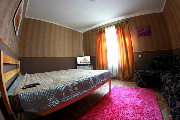 2-комнатная квартира посуточно в Кировограде. Ленинский район, ул. Шевченко, 47. Фото 1