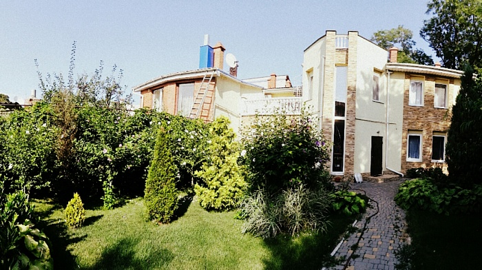 Дом  посуточно в Одессе. Приморский район, ул. Каманина, 22. Фото 1