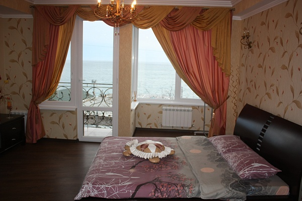 Дом  посуточно в Ялте. ул. Дражинского, 27. Фото 1
