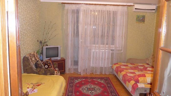 2-комнатная квартира посуточно в Ильичёвске. пр-т Мира (Ленина), 39. Фото 1