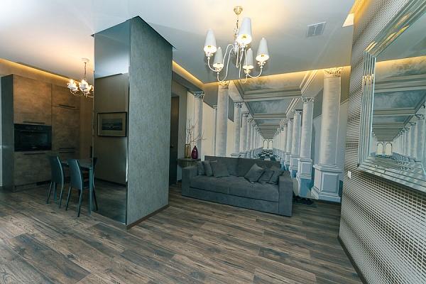 4-комнатная квартира посуточно в Киеве. Печерский район, б-р Леси Украинки, 7а. Фото 1