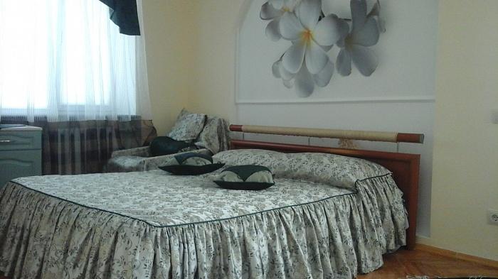 2-комнатная квартира посуточно в Житомире. ул. Киевская, 21. Фото 1