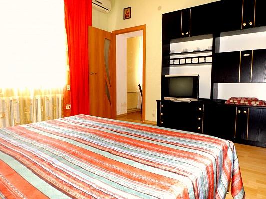 1-комнатная квартира посуточно в Одессе. Приморский район, ул. Пастера, 36. Фото 1