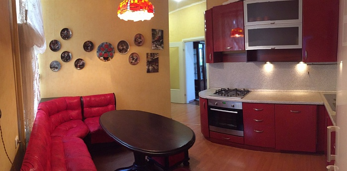 3-комнатная квартира посуточно в Одессе. Приморский район, пер. Вице-Адмирала Жукова, 25. Фото 1