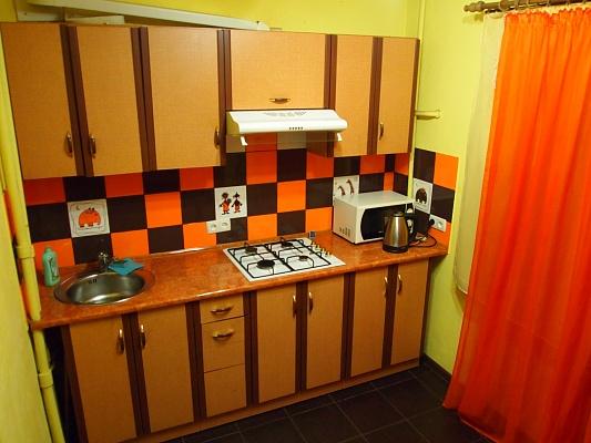 2-комнатная квартира посуточно в Запорожье. Жовтневый район, ул. Школьная, 40. Фото 1