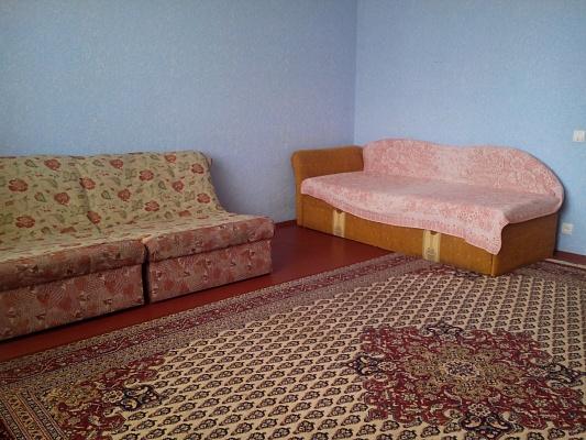 3-комнатная квартира посуточно в Кузнецовске. мкр. Вараш, 3. Фото 1