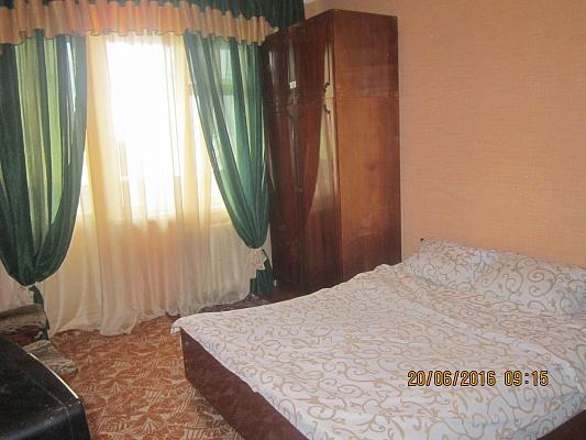 1-комнатная квартира посуточно в Белой Церкви. ул. Ивана Мазепы, 65а. Фото 1