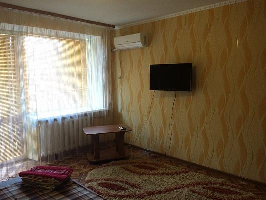 1-комнатная квартира посуточно в Артемовске. ул. Василия Першина (Комсомольская), 20. Фото 1