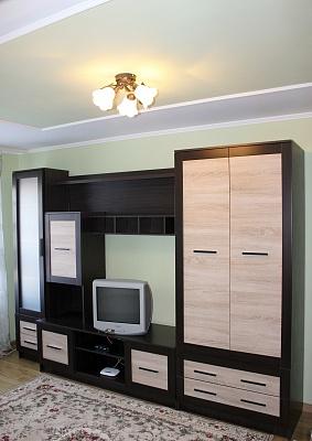 1-комнатная квартира посуточно в Ровно. ул. Макарова, 24А. Фото 1