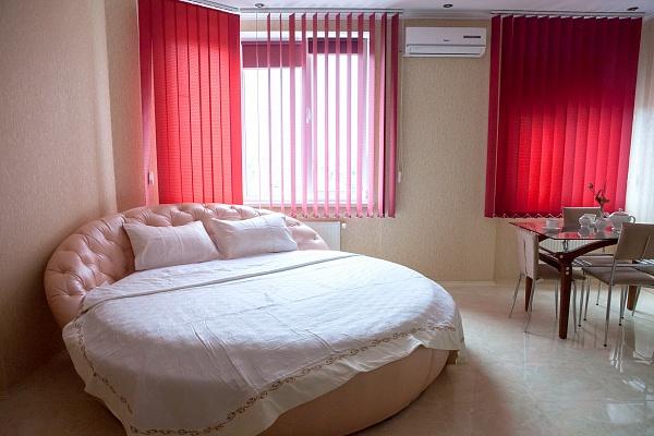 1-комнатная квартира посуточно в Одессе. Приморский район, ул. Среднефонтанская, 19А. Фото 1