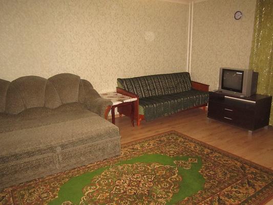 1-комнатная квартира посуточно в Артемовске. ул. Леваневского, 105. Фото 1