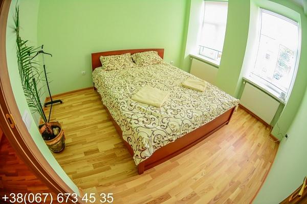2-комнатная квартира посуточно в Львове. ул. Ивана Гонты, 1. Фото 1