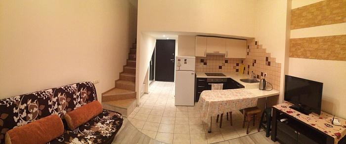 2-комнатная квартира посуточно в Одессе. Приморский район, ул. Литературная, 12а. Фото 1