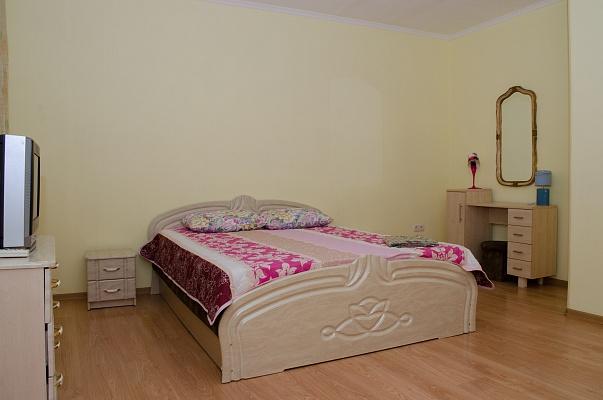 3-комнатная квартира посуточно в Одессе. Приморский район, ул. Дерибасовская, 21. Фото 1