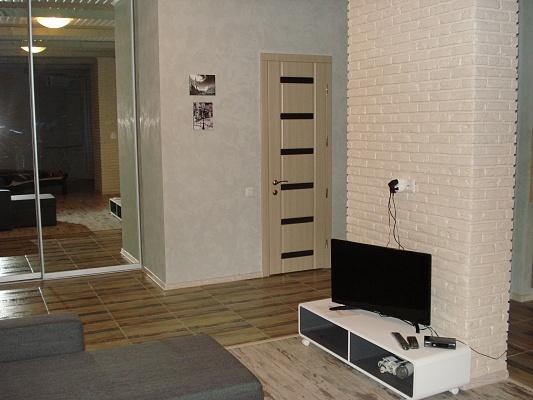 2-комнатная квартира посуточно в Одессе. Приморский район, ул. Среднефонтанская, 19. Фото 1