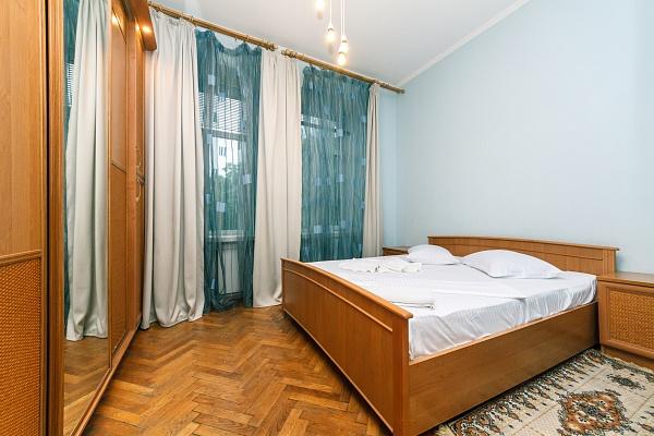 3-комнатная квартира посуточно в Киеве. Шевченковский район, ул. Костёльная, 6. Фото 1