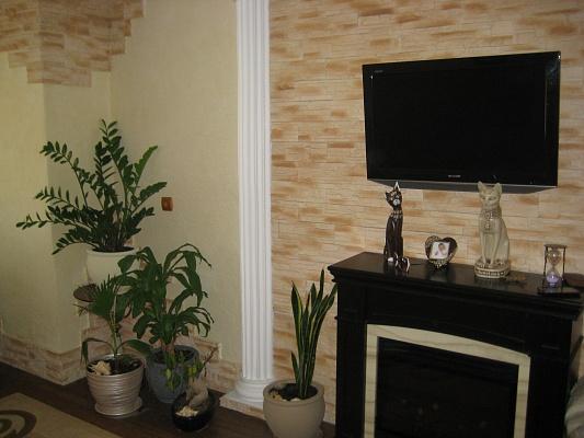 1-комнатная квартира посуточно в Артемовске. ул. Мира (Артема), 40. Фото 1