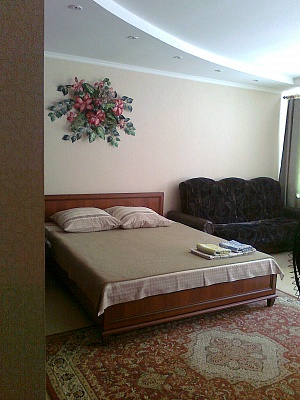 1-комнатная квартира посуточно в Сумах. ул. Горького, 41. Фото 1