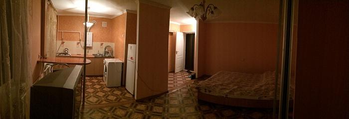 1-комнатная квартира посуточно в Симферополе. Железнодорожный район, ул. Гагарина, 9а. Фото 1