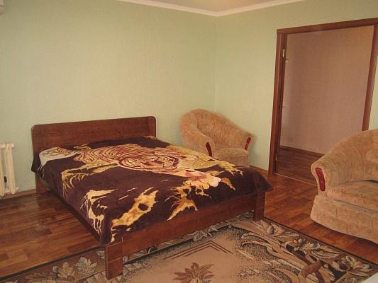 2-комнатная квартира посуточно в Артемовске. ул. Леваневского, 100. Фото 1