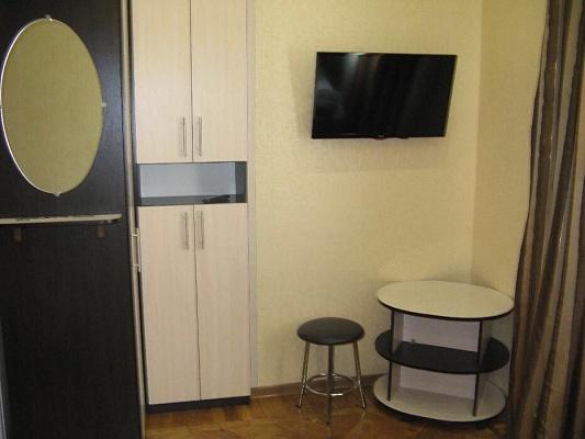 1-комнатная квартира посуточно в Харькове. Молодой гвардии улица, 5. Фото 1
