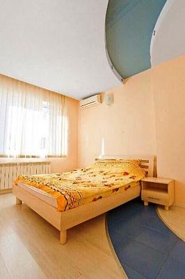 2-комнатная квартира посуточно в Одессе. ул. Плиева, 4/1. Фото 1