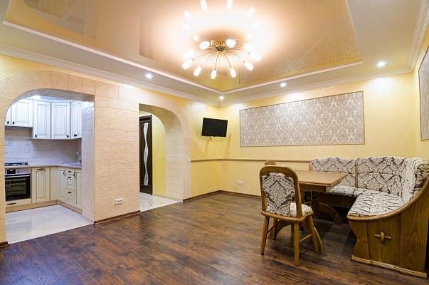 2-комнатная квартира посуточно в Львове. Галицкий район, ул. Лысенко, 11. Фото 1