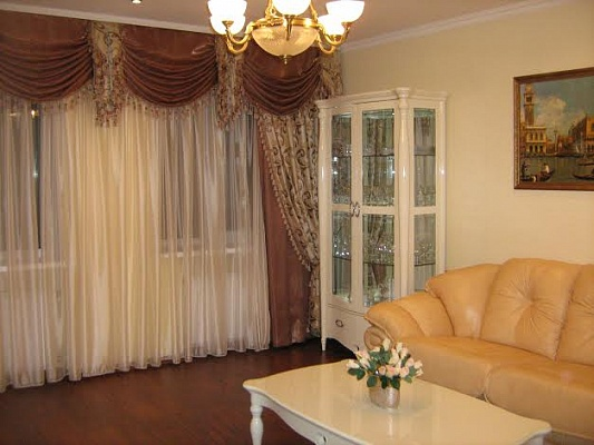 2-комнатная квартира посуточно в Донецке. Ворошиловский район, ул. Постышева, 109. Фото 1