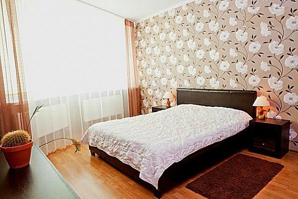 2-комнатная квартира посуточно в Киеве. Днепровский район, Харьковское шоссе, 19. Фото 1