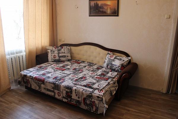 2-комнатная квартира посуточно в Днепропетровске. ул. Сичеславская Набережная (Ленина), 37. Фото 1
