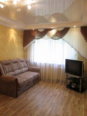 2-комнатная квартира посуточно в Днепропетровске. Индустриальный район, пр-т Слобожанский (Правды), 56. Фото 1