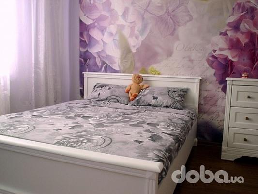 2-комнатная квартира посуточно в Киеве. Глубочицкая, 17д. Фото 1