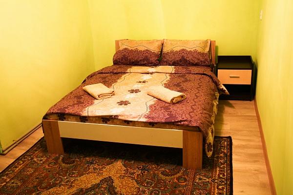 2-комнатная квартира посуточно в Ужгороде. ул. Ф. Тихого, 17. Фото 1