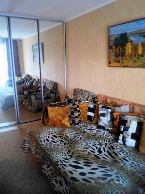 1-комнатная квартира посуточно в Ахтырке. ул. Армейская (Красноармейская), 78. Фото 1