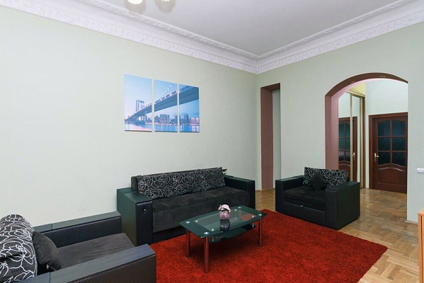 4-комнатная квартира посуточно в Киеве. Печерский район, ул. Кропивницкого, 4. Фото 1