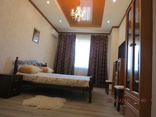 2-комнатная квартира посуточно в Киеве. Печерский район, ул. Драгомирова, 2а. Фото 1